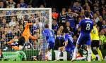 Petr-Cech-fails-to-stop-A-001