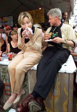 Clintons -billclinton-eating